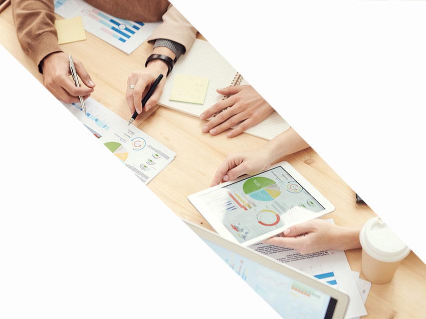 Jasa konsultan bisnis dan konsultan IT fokus merencanakan strategi dan inovasi dengan teknologi informasi dan komunikasi